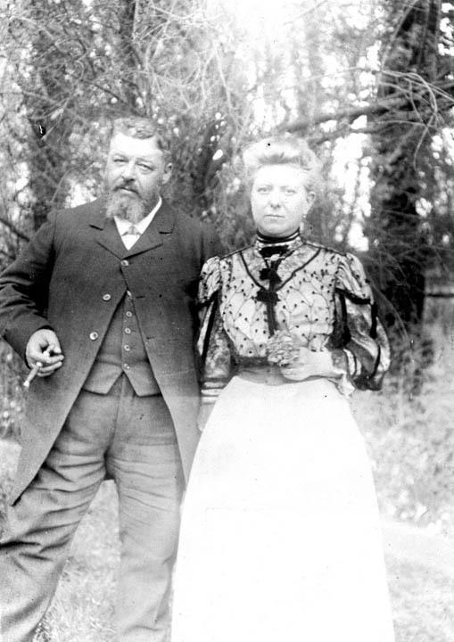 Paul B�&copy;nard et Marie Quentier, parents de Fernand et de Maurice B�&copy;nard<br /><br />